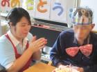 誕生日会でろうそくの火を消しています!おめでとうございます!(^^)/