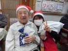 メリークリスマス!女性のサンタに皆さん大喜びです(*^_^*)