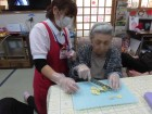 ご利用者様と一緒におやつ作り☆包丁で切るのは私達より上手いです(^O^)/