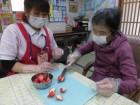 ハッピーバレンタイン♡いちごを上手に切って頂き、チョコムースを作りました(^O^)