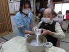 黒ゴマプリンを作ります!まずは鍋に牛乳1本入れますよ~!美味しくな~れ♡