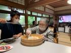 「寿司ご飯はね、実は大好きなんですよ♪」と調理を手伝ってくださいました (*^▽^*)