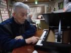 小さいピアノで演奏中~♬いい音が鳴っています(^O^)/