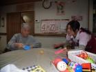 卓球のおもちゃで職員と遊びました(*^_^*)