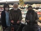 隣のスーパーまでお買い物♪