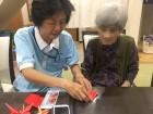 折り紙で紅葉を作りました( *´艸`)