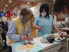 《バレンタイン》利用者様と一緒に手作りクッキーにペイントをしました(*^_^*)