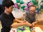 折り紙でアジサイ作り!