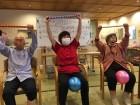 身体を大きく動かして体操中(^o^)/毎日の積み重ねが大切です!